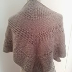35.- Textured Shawl con Katia Planet color piedra