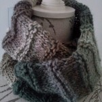 40.- Cuello doble con lana matizada / Double Cowl with multi colored print yarn
